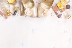 Chic kvinnlig kosmetisk bakgrund för glamour Arkivbild