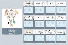 Chic månatlig kalender 2019 med tältet, val, fjäder, pil, dreamca royaltyfri illustrationer