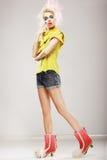 Chic. Mannequin ultramoderne dans des vêtements à la mode. Individualité image stock