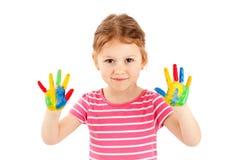 Chica joven adorable que juega con las acuarelas Imagen de archivo