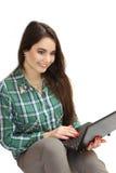 Chica joven agradable con el netbook Foto de archivo