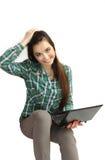 Chica joven agradable con el netbook Imagenes de archivo