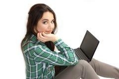 Chica joven agradable con el netbook Imágenes de archivo libres de regalías