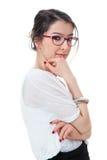 Chica joven aislada con las lentes que tocan su barbilla en blanco foto de archivo libre de regalías