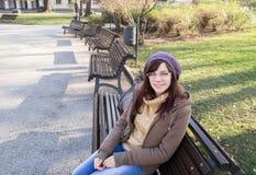 Chica joven al aire libre imagen de archivo libre de regalías