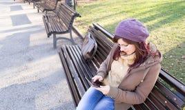 Chica joven al aire libre foto de archivo libre de regalías