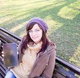 Chica joven al aire libre imagen de archivo
