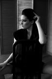 Chica joven atractiva en ropa de moda Fotos de archivo libres de regalías
