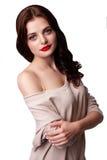 Chica joven atractiva que presenta en el estudio Fotos de archivo libres de regalías
