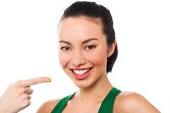 Chica joven atractiva que señala en sí misma foto de archivo libre de regalías