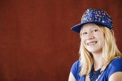 Chica joven bonita con las paréntesis Imágenes de archivo libres de regalías