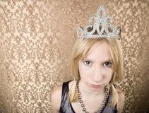 Chica joven bonita con poner mala cara de la tiara Imágenes de archivo libres de regalías