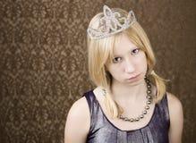 Chica joven bonita con una tiara Fotos de archivo libres de regalías