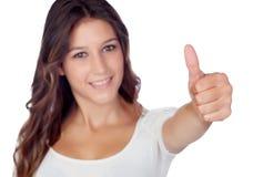 Chica joven casual que dice muy bien con el foco en su aislante del finger Imagen de archivo
