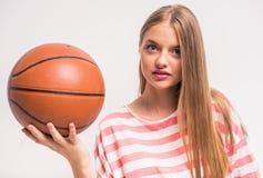 Chica joven con baloncesto Imágenes de archivo libres de regalías