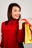 Chica joven con compras de la Navidad Foto de archivo libre de regalías