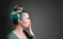 Chica joven con dolor de cabeza del relámpago de la tempestad de truenos Fotos de archivo libres de regalías