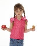 Chica joven con el alimento de bocado Fotografía de archivo libre de regalías
