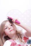 Chica joven con el cepillo Foto de archivo