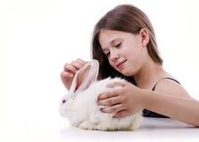 Chica joven con el conejo Fotografía de archivo