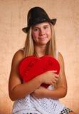 Chica joven con el corazón rojo Foto de archivo