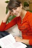 Chica joven con el libro imagen de archivo libre de regalías