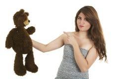 Chica joven con el oso del peluche Foto de archivo