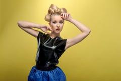 Chica joven con el peinado perfecto Fotografía de archivo libre de regalías