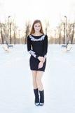 Chica joven con el pelo largo en vestido negro Imágenes de archivo libres de regalías
