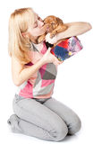 Chica joven con el perrito de Dogue de Bordeaux Foto de archivo libre de regalías