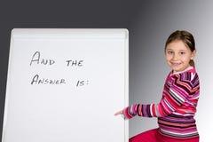 Chica joven con el tablero de mensajes Imagenes de archivo