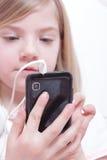 Chica joven con el teléfono Fotografía de archivo libre de regalías