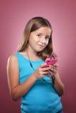 Chica joven con el teléfono elegante Fotografía de archivo