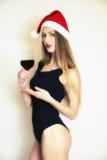 Chica joven con el vidrio de vino Foto de archivo