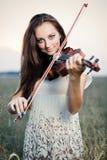Chica joven con el violín Fotos de archivo libres de regalías