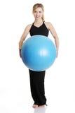 Chica joven con la bola del ajuste Fotografía de archivo libre de regalías