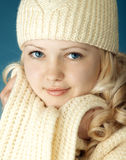 Chica joven con la bufanda Fotos de archivo libres de regalías
