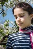 Chica joven con la bufanda de la bandera americana Fotografía de archivo