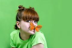 Chica joven con la mariposa Fotografía de archivo libre de regalías