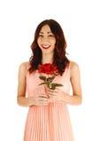 Chica joven con la rosa del rojo. Fotos de archivo libres de regalías