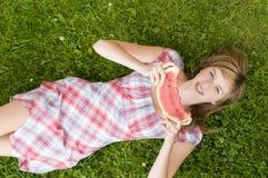 Chica joven con la sandía Imagenes de archivo