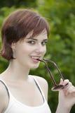 Chica joven con las gafas de sol Imagen de archivo libre de regalías