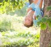 Chica joven con las mariposas azules Imágenes de archivo libres de regalías