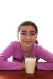 Chica joven con leche Fotos de archivo libres de regalías