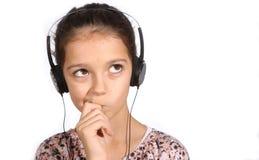 Chica joven con los auriculares Fotos de archivo libres de regalías