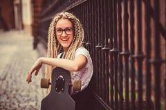 Chica joven con los dreadlocks Imagen de archivo