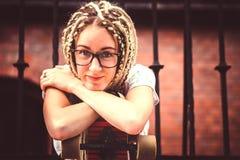 Chica joven con los dreadlocks Fotos de archivo libres de regalías