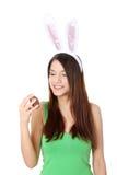 Chica joven con los oídos del conejito Fotografía de archivo