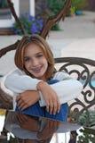 Chica joven con los pantalones vaqueros Imagenes de archivo