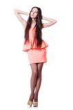 Chica joven con los pelos marrones en vestido corto Foto de archivo